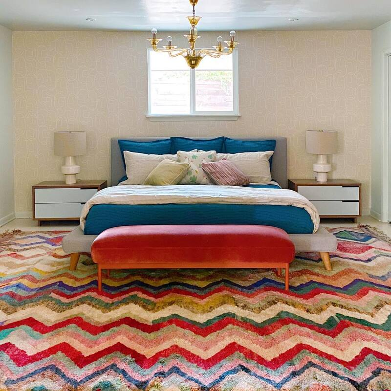 teen bedroom with colorful bedding